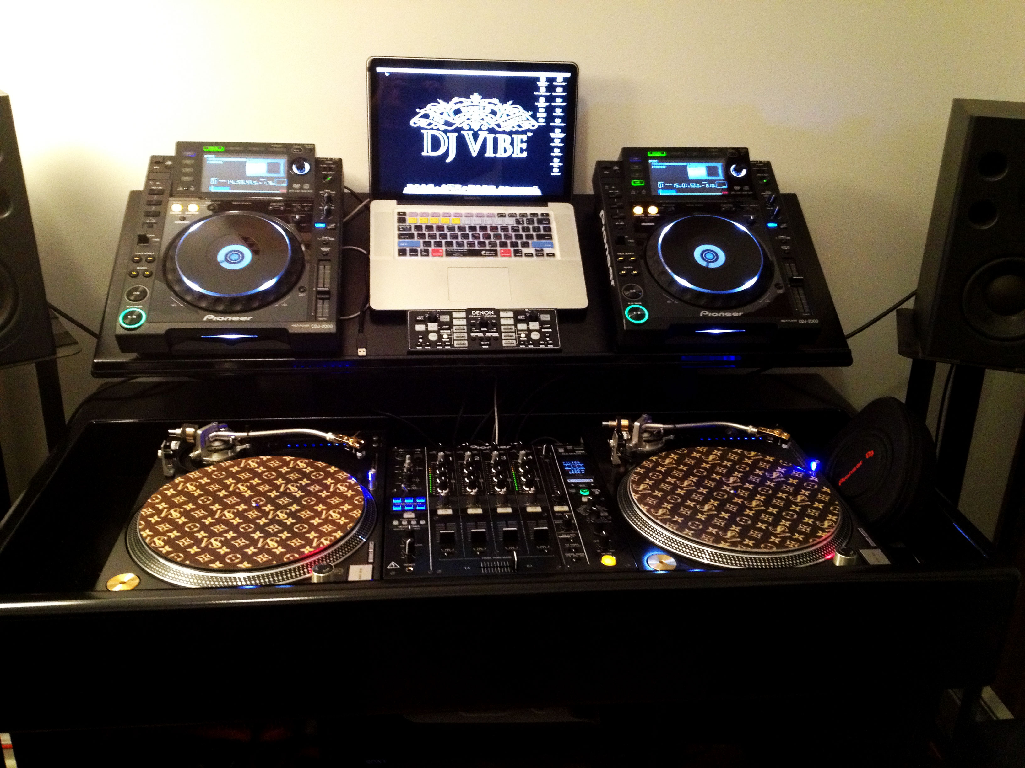 dan barnes the ultimate dj console dj vibe. Black Bedroom Furniture Sets. Home Design Ideas